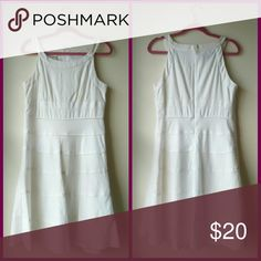 Evan Picone Linen Dress Gorgeous, classic white linen in a tiered, fit-and-flare cut. Fully lined (a few faint yellowish marks on the polyester satin lining, I believe due to being stored improperly by the previous owner, that don't show through). Knee length. All original hardware intact. In good condition and ready for your tropical vacation! Evan Picone Dresses Midi