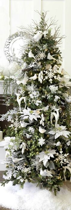 Christmas Tree  -- White Decorations ~ 20 Awesome #ChristmasTree Decorating Ideas & Inspirations - Style Estate -