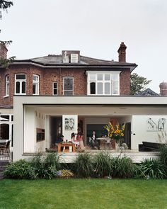 """Artist Judith Brenner asked architect Gregory Phillips to connect a connect a double-fronted Victorian in Richmond, just outside of London, to a new modern extension that wouldn't interfere with the surrounding houses. """"I try to be true to the location,"""" explains Phillips, """"so it doesn't seem like some spaceship has landed."""" Photo by Richard Powers.  Photo by: Richard Powers"""