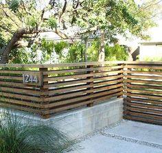 Front Yard Patio, Front Yard Garden Design, Modern Front Yard, Patio Fence, Front Courtyard, Backyard Fences, Fenced In Yard, Front Yard Fence Ideas, Fenced In Backyard Ideas