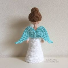 *****Pattern available in ENGLISH, SWEDISH, DUTCH, and ITALIAN languages! 4 PDFs will be included in this purchase, one for each language.***** The Christmas Angel Pattern provides instructions for crocheting an elegant angel. She has two large wings, a small and delicate waist, and a