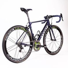 Canyon Movistar Team @ridemediahq #lovesroadbikes #canyonbikes #campagnolo #movistar -->