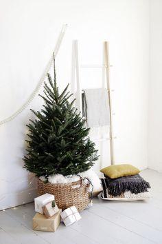 Alternative Christmas Tree Display @themerrythought