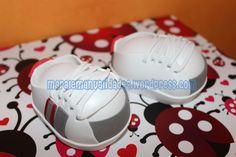 Zapatillas deportivas personalizadas. Más info en maralemanualidades@gmail.com