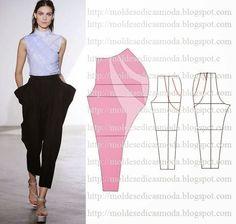 TRANSFORMAÇÃOMOLDE DE CALÇAS Desenhe o molde base com a frente e costas. Desenhe a altura das calças. Desenhe as linhas onde pretende abrir para fazer o d