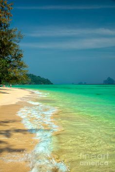 ✯ Remote island off the coast of Koh Lanta in the straits of Malacca, Thailand