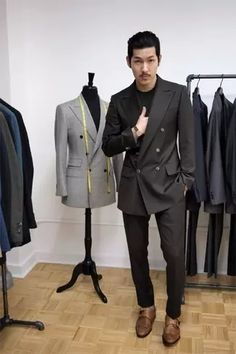 Men's Outfits 2021   Lookastic Mens Fashion Week, Mens Fashion Shoes, Men's Fashion, Fashion Videos, 80s Suit, Asian Men Hairstyle, Mens Fashion Sweaters, Elegant Man, Best Wear