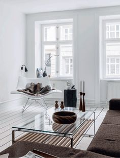 White & brown in a Danish living room Danish Living Room, Nordic Living Room, Home Living Room, Living Room Designs, Interior Exterior, Home Interior Design, Interior Architecture, Interior Decorating, Decorating Ideas