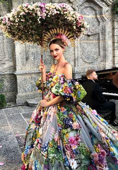 Dolce & Gabbana Alta Moda Fashion Show in Como, July # DGLovesComo # dolcegab … – Women and Fashion Style Couture, Couture Fashion, Floral Fashion, Fashion Dresses, Fashion Design, Fashion Top, Young Fashion, Womens Fashion, Trendy Fashion