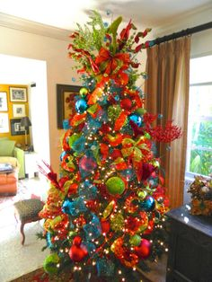 Christmas trees, How to decorate and A professional on Pinterest
