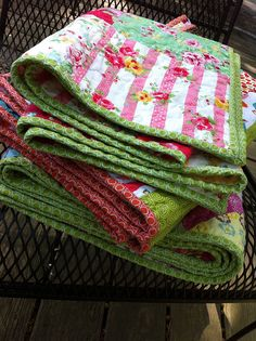 I had a few questions about the Anna Maria Horner premade binding I've been putting to use in my last few quilts. Hexagon Quilt, Square Quilt, Old Quilts, Baby Quilts, Quilt Patterns, Crochet Patterns, Landscape Quilts, Patch Quilt, Quilting Tips
