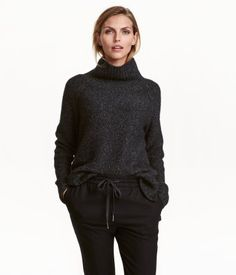 Gray melange. Chunky-knit sweater in a cotton blend with a ribbed turtleneck. Raglan sleeves, slits at sides, and ribbing at cuffs and hem. Slightly longer