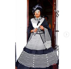 looking amazing for her modern traditional wedding. African Fashion Designers, Latest African Fashion Dresses, African Print Dresses, African Dresses For Women, African Prints, Xhosa Attire, African Attire, South African Traditional Dresses, Traditional Wedding