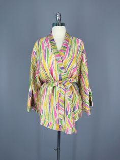 Vintage Gold Silk Sari Kimono Jacket #vintagesari #sari #sarikimono #kimono #kimonocardigan #kimonojacket #loungewear #indiansari #indiancollection #wedding #beltedjacket #beltedcardigan #cardi #silk #silksari #silk