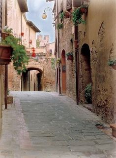 #VisitingTuscany - From this position the family began to devote money to architectural restoration in the city, and the patronage of individual artists.  http://www.farawayvacationrentals.com/view-blog/Tuscany%E2%80%99s-Heritage:-The-Legacy-of-the-Medici-Family/311