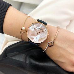 NEXTダニエルウェリントンを探せ!1〜3万円台のお洒落時計ブランド特集 - LOCARI(ロカリ) Stylish Watches For Girls, Trendy Watches, Handbag Accessories, Jewelry Accessories, Fashion Accessories, Fancy Watches, Wooden Watches For Men, Ladies Dress Watches, Swarovski Bracelet