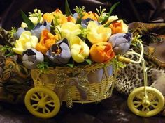 loveiy basket of flowers Flora Flowers, All Flowers, Beautiful Flowers, Container Plants, Container Gardening, Flower Containers, Flower Cart, Flower Images, Floral Bouquets
