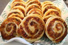Den bedste opskrift på pizzasnegle der både er perfekte til madpakken og som eftermiddagssnacks. Fyldet kan varieres til uendelighed alt efter smag og behag