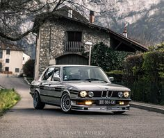 Benjamin Crosio's BMW was just too good not to post on our homepage. Head to for a great little photoset of the Alpina-inspired BMW Bmw E9, Bmw 323i, Bmw Cars, Bmw Autos, Carros Bmw, Bmw Vintage, Bmw Alpina, Bmw Classic Cars, Bmw 5 Series