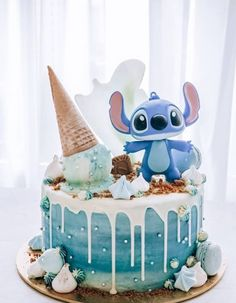 Candy Birthday Cakes, Birthday Party Desserts, Pretty Birthday Cakes, My Birthday Cake, Pretty Cakes, Cute Cakes, Birthday Ideas, Disney Desserts, Cute Desserts