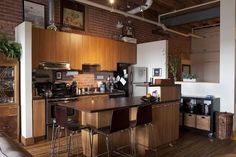 oOo... #Montreal loft... Exposed pipes, ceiling support beams. eee!