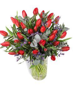 Este ziua de naştere a cuiva drag? Vrei să feliciţi pe cineva sau doar să-i urezi o zi minunată? Comandă buchetul cu lalele roşii și Limonium, o adevărată încântare cromatică! Culorile şi texturile diferite vor atrage orice privire. E atât de simplu să oferi cadouri florale care să-ţi însoţească mesajele, încât trebuie să profiţi! Noi te ajutăm cu livrarea florilor la domiciliu mai repede decât ai spera. #tulips #lalele #bucheteonline #livrareflori Orice, Magnolia, Floral, Plants, Magnolias, Flowers, Plant, Flower, Planets