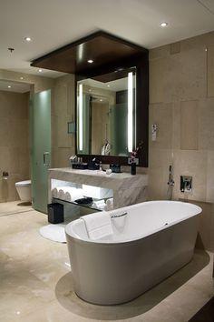ハノイ郊外の国立コンベンションセンターに隣接する5つ星ホテル。オープンは2013年。モダンかつラグジュアリーな空間です。客室は全部で450室、館内には...