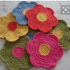 crochet flower from Mitricot Crochet Home, Love Crochet, Crochet Crafts, Crochet Projects, Crochet Baby, Knit Crochet, Crochet Potholders, Crochet Granny, Crochet Motif