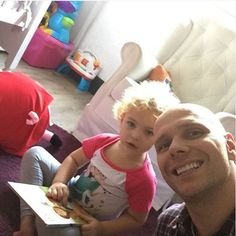 Xuxa posta foto com a pequena Brenda