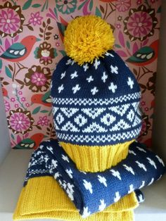 Great colour combination for this boys scarf and hat set at Mini Boden winter 2013 preview.