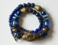 Farbe der Tiefe, Sehnsucht des Herzens, Gedanken der Jahrhunderte - im samtigen Nachtblau der Zeiten.    Aus meiner Sammlung alter Perlen kombiniert m