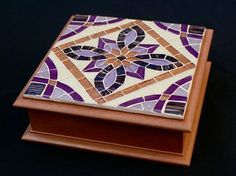 Caixa de mdf com tampa em mosaico de pastilhas de vidro e pintura em pátina na cor cobre. Divisórias removíveis. Tamanho: 19 x 19 x 7 cm R$ 165,00 Mosaic Tray, Wood Mosaic, Mosaic Glass, Mosaic Tiles, Tile Crafts, Mosaic Crafts, Mosaic Projects, Mosaic Flower Pots, Mosaic Garden