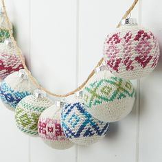 Sweater-wearing baubles designed by Rae Blackledge bring warmth to your holiday decorating in Willow Quest yarn. Crochet Ornament Patterns, Crochet Ornaments, Christmas Crochet Patterns, Christmas Knitting, Diy Christmas Ornaments, Christmas Poinsettia, Crochet Snowflakes, Christmas Bells, Christmas Angels