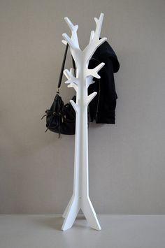 Perchero SOL laqueado blanco. Medidas: 1.56 * 0.44 * 0.44.   White rack + Perchero de pie + Wood art  Tel. 4709-3904, bs as Argentina.