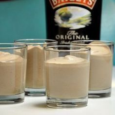 This Baileys mousse is an incredibly great dessert - assuming you like . - Dessert Rezepte - Dessert im Glas und mehr - Dessert Great Desserts, No Bake Desserts, Delicious Desserts, Mousse Dessert, Baileys Dessert, Tiramisu Dessert, Creme Dessert, Bailey Mousse, Tolle Desserts