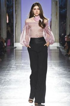 LUISA SPAGNOLI Primavera Verano HarpersBAZAARES The clothing culture is fairly old. Pink Fashion, Fashion 2020, Curvy Fashion, Couture Fashion, Fashion Dresses, Womens Fashion, Fashion Online, Curvy Outfits, Plus Size Outfits