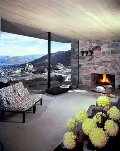 Period photo of the Edris House. Located in Palm Springs it was designed by architect E. Stewart Williams and completed in Photo: Shulman / Getty Mid Century Decor, Mid Century House, Vintage House Plans, Architectural Photographers, Modern Exterior, Mid Century Modern Design, Architect Design, Midcentury Modern, Palm Springs