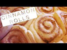 Cinnamon Rolls- Ingredientes - Massa: 10g de fermento ativo instantâneo, 1/4 xícara de água morna, 3/4 xícara de leite morno, 60g de açúcar, 60g de manteiga sem sal derretida, 400g de farinha de trigo, 1 ovo = Recheio: 100g manteiga sem sal, 150g de açúcar mascavo, 4 colheres de chá de canela em pó = Cobertura: 130g de creamcheese, 30g de manteiga, 150g de Glaçúcar