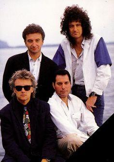 Queen - Roger Taylor, Freddie Mercury, John Deacon, Brian May John Deacon, Queen Photos, Queen Pictures, King Of Queens, Roger Taylor, Greatest Rock Bands, We Will Rock You, Queen Freddie Mercury, Queen Band