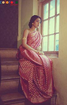 15 Gorgeous designer sarees suitable for a Bengali bride Baluchari Saree, Bengali Saree, Saree Poses, Bengali Bride, Bengali Wedding, Indian Bridal, Bride Indian, Banarsi Saree, Fotografia