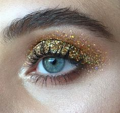 Crazy holographic gold glitter eyes - Make-up trickery that would be so daring for everyday (if it didn't take hours to execute) Makeup Inspo, Makeup Art, Makeup Inspiration, Makeup Tips, Hair Makeup, Tiger Makeup, Men Makeup, Devil Makeup, Witch Makeup
