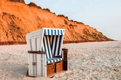 Sylt Tipps Rote Klippen Outdoor Chairs, Outdoor Furniture, Outdoor Decor, Iceland Landscape, Germany, Beach, Places, Travel, Landscapes
