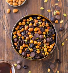 Crunchy, sweet, spicy, and so addictive! With health. Roasted Chickpeas Snack, Chickpea Snacks, Easy Snacks, Healthy Snacks, Healthy Eating, Clean Eating, Healthy Recipes, No Bake Desserts