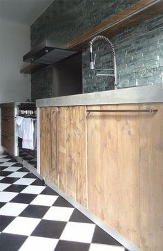 Steigerhouten keukens op maat bij Esgrado.