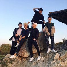 A.C.E Kings of taking family photos Ulzzang, Kpop, Parejas Goals Tumblr, Boy Squad, Fandom, Day6, K Idols, Pop Group, Bigbang