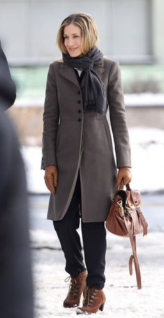 Sarah Jessica Parker Work Boots - Sarah Jessica Parker filmed scenes for an upcoming movie in brown suede lace up boots.