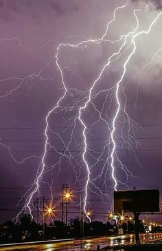 A huge thunderstorm with a lot of powerful lightning strikes in San Angelo, New Mexico in 2014 Lightning Flash, Ride The Lightning, Thunder And Lightning, Lightning Strikes, Lightning Storms, Pictures Of Lightning, Storm Pictures, Cool Pictures, Weather Storm