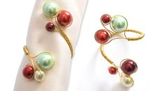 Wire & beads napkin ring #DIY #tutorial at: http://www.beadsunlimited.co.uk/projects/napkin-rings/161