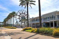 Enjoy all the shops, boutiques and outlets on the coast during your next #GSPvacation.