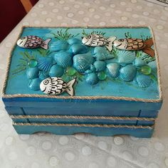 Es un producto de A. Rock Crafts, Diy And Crafts, Arts And Crafts, Decoupage, Altered Cigar Boxes, Rock And Pebbles, Beach Cottage Decor, Wooden Jewelry Boxes, Seashell Crafts